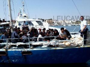 Leuca - Sbarco migranti, il fotoracconto