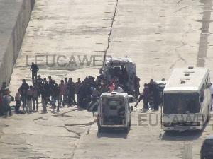 Leuca - soccorsi 76 migranti su barca a vela