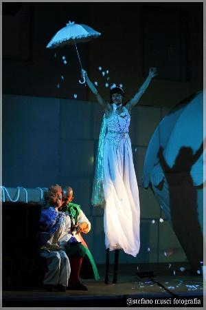 Al Teatro Paisiello attori, muppets, ombre e trampoli per - Il principe venuto dalle stelle -
